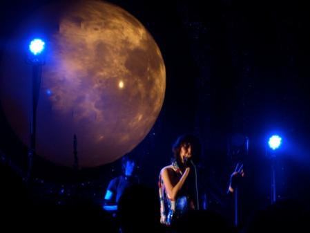 Yeah Yeah Yeahs, Shepherds Bush Empire by musicmule.co.uk